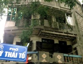 """Hà Nội: Bị cưỡng chế nhà, ôm """"bom xăng"""" cố thủ"""