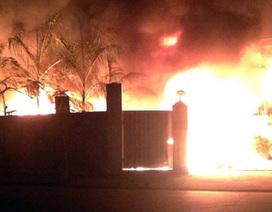 Hà Nội: Phá tường dập đám cháy lớn trong khu công nghiệp