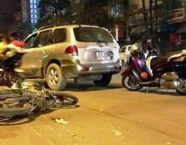 Hà Nội: Dân dựng xe chặn đầu ô tô gây tai nạn định bỏ chạy