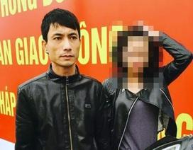 """Hà Nội: Chở bạn gái đi chơi, mang súng để """"phòng thân"""""""