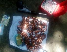 Hà Nội: Mang súng lục và 152 viên đạn đi xe khách