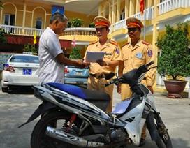 Hà Nội: Bất ngờ được CSGT trao lại xe máy sau hơn 2 năm bị mất