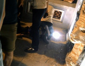 Hà Nội: Người đàn ông ngáo đá đập bát hương dưới chân Tháp Bút