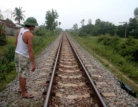 Nằm trên đường ray, 2 thiếu niên bị tàu lửa tông chết