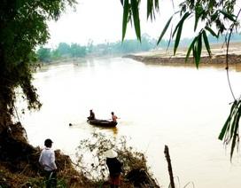 Bơi qua sông, một thanh niên bị nước cuốn trôi