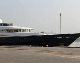 Siêu du thuyền xuất hiện trên sông Hàn