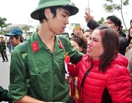 Giọt nước mắt bịn rịn trong ngày giao quân