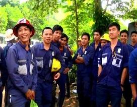 """Công nhân chặn đường, nhà máy vàng lớn nhất Việt Nam """"tê liệt"""""""