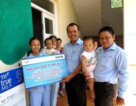 TH True Milk trao quà đến bé Nhân Hậu và trẻ em mồ côi