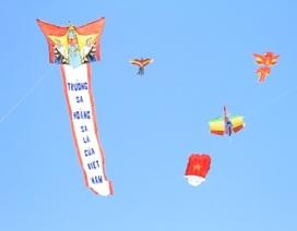 Những cánh diều mang thông điệp chủ quyền bay rợp biển Cửa Đại