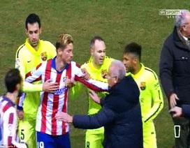 Chuyện hy hữu: Đội trưởng Atletico bị đuổi trong đường hầm