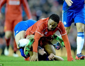 """Hài hước với màn dùng chân """"khóa"""" Sterling của Terry"""