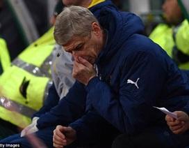 CĐV Arsenal chặn đường, lăng mạ HLV Wenger