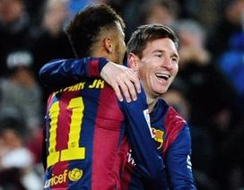 Messi bật cười khi thấy Neymar đá hỏng phạt đền