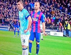 Aguero đá hỏng phạt đền do bị... Mascherano chỉ điểm