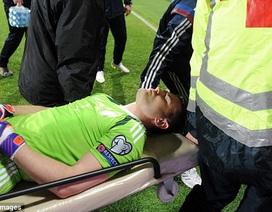 Toác đầu vì pháo sáng, thủ môn Nga nhập viện khẩn cấp