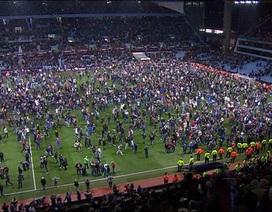 Kinh hoàng với sự cố vỡ sân ở FA Cup