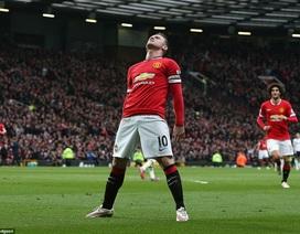 """Màn ăn mừng """"chẳng giống ai"""" của Rooney"""