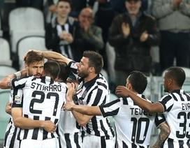 Tevez rực sáng, Juventus chạm tay vào chức vô địch