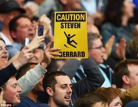 Cổ động viên Chelsea dùng ảnh độc chế nhạo Gerrard
