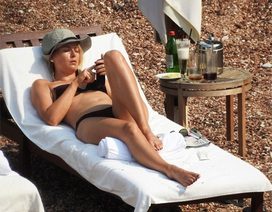 """Búp bê"" Sharapova khoe thân hình sexy trên biển"