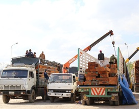 Hàng trăm xe gỗ dồn ứ tại Cửa khẩu Lao Bảo