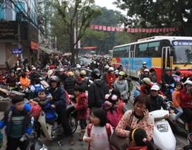 Tìm mọi cách giảm tải giao thông trước cổng trường