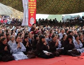 Hàng ngàn người dự lễ cầu siêu tại Đại Bảo tháp Tây Thiên