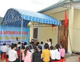 """Bộ GD-ĐT trao tặng nhà """"Mái ấm công đoàn"""""""