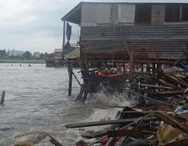 Ít nhất 16 nhà chồ bị sóng biển đánh sập trong đêm