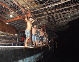 Cứu 38 ngư dân trên tàu cá hỏng máy ở Trường Sa