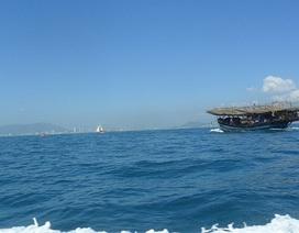 11 ngư dân bám thúng chai chòng chành giữa biển, tàu Hải quân đi ứng cứu