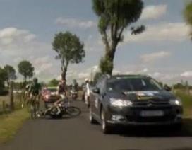 Tai nạn hy hữu trên đường đua Tour de France