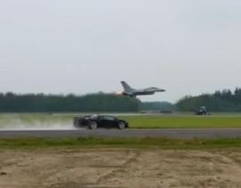 Xem siêu xe Lamborghini Aventador đua với chiến đấu cơ