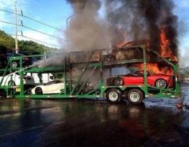 Cháy xe chở siêu xe, thiệt hại hơn 3 triệu USD