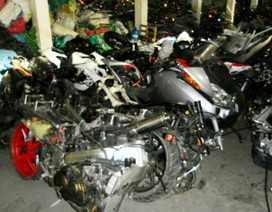 """Tạm giữ hàng trăm mô-tô """"khủng"""" tại cảng Hải Phòng"""