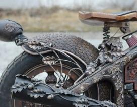 Cận cảnh chiếc mô-tô gỗ chạm khắc cầu kỳ