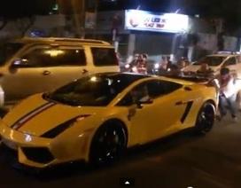 Xe Lamborghini chạy bằng… sức người ở TPHCM