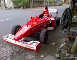 Xe nhái Ferrari F1 bon bon trên đường phố Bali