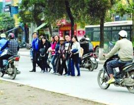 Người đi bộ vi phạm luật giao thông: Lỗi nhiều, xử lý ít