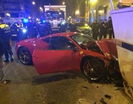Đâm thùng rác, siêu xe Ferrari 458 Italia vỡ đầu