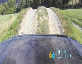 """Land Rover giới thiệu công nghệ """"nắp ca-pô trong suốt"""""""