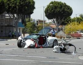 Hyundai Accent đâm nát siêu xe Ferrari