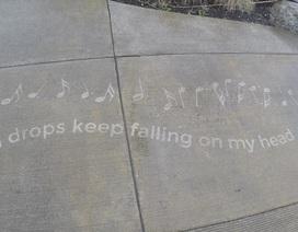 Kỳ lạ những tác phẩm nghệ thuật chỉ xuất hiện khi trời mưa