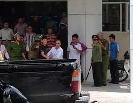 Cảnh sát quây kín ĐH Quốc gia Hà Nội bắt đối tượng quậy phá