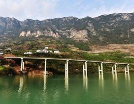 Xây đường cao tốc trên sông