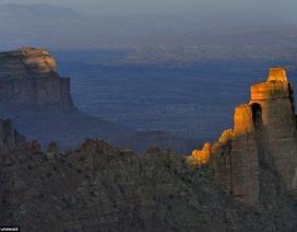 Kỳ vĩ nhà thờ Chúa tạc từ núi đá