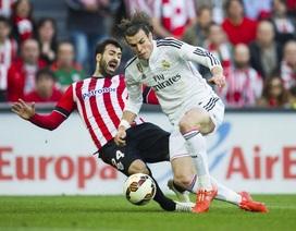 Bale sút bóng dội cột dọc từ cự ly...50m