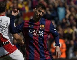 """Trọng tài """"cứu"""" Messi khỏi cơn ác mộng phạt đền"""