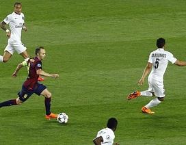 """Chiêm ngưỡng màn """"khiêu vũ giữa bầy sói"""" của Iniesta"""